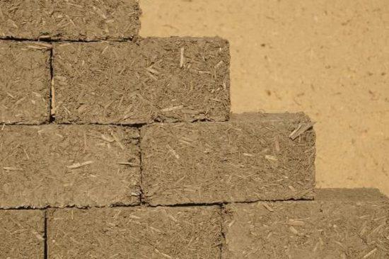 cegla z gliny lekkiej z padzierzem konopnym